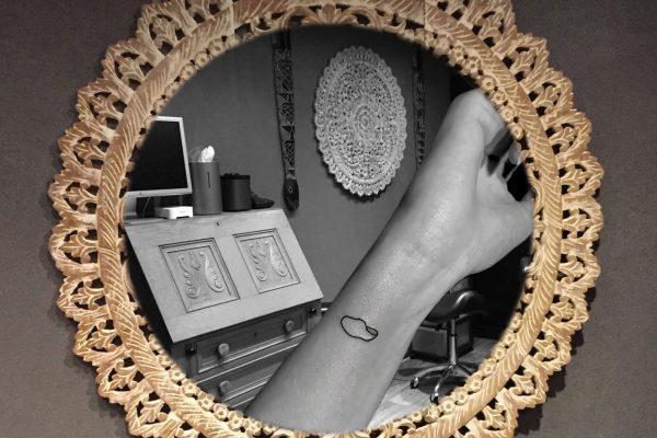 Klompje op pols tatoeage