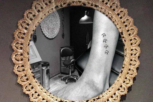 Vogels tatoeage op onderbeen