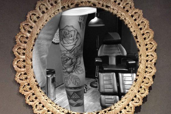 Schaduw in rozen tatoeage