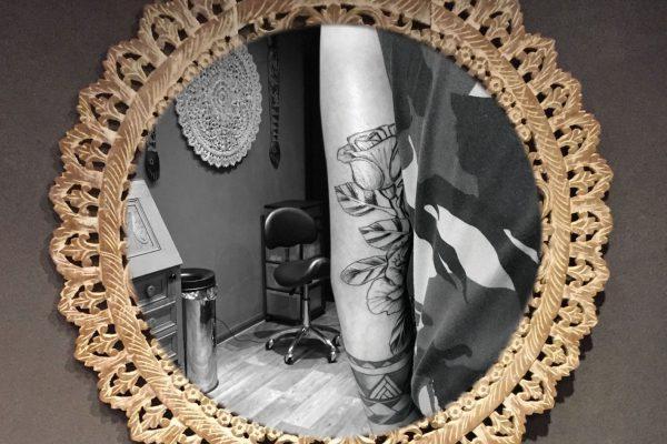Rozen tatoeage achterkant arm