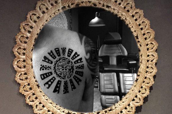 Maori borst tatoeage